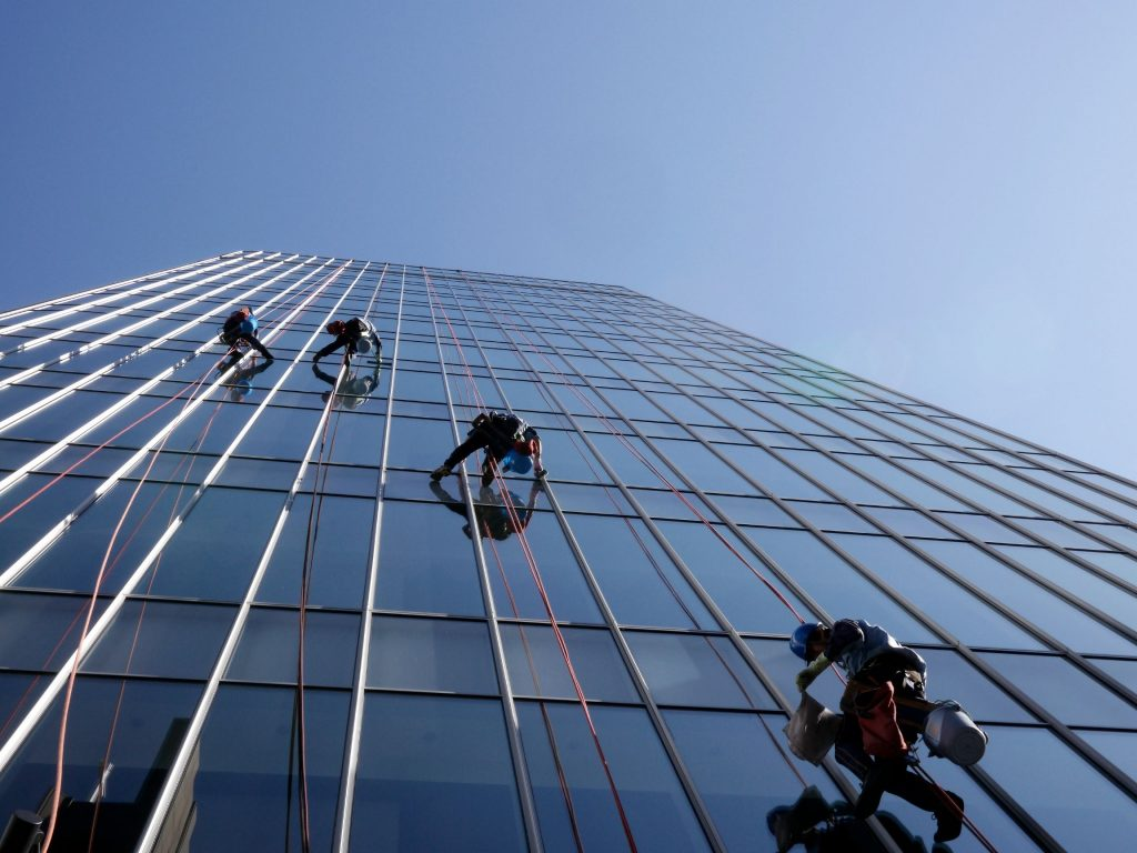 commercial-window-cleaners-repelling-down-a-building