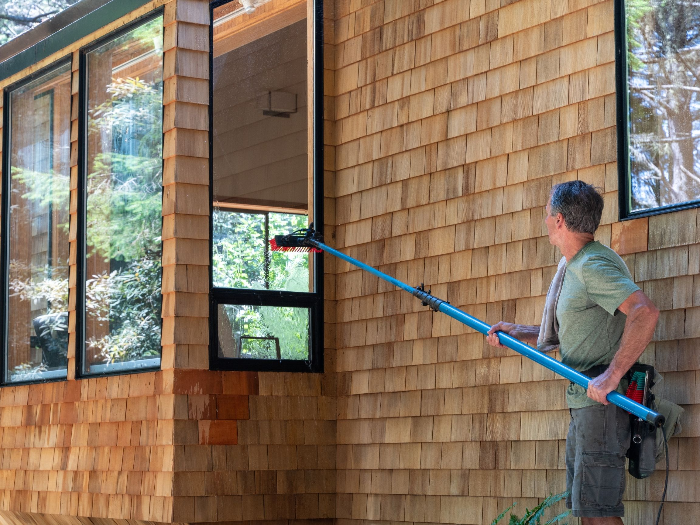 Window-cleaning-tools-for-high-windows